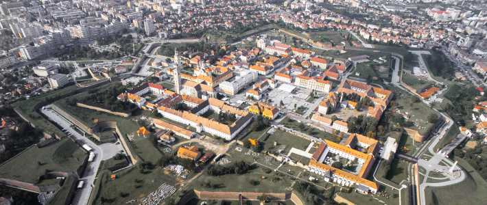 A photgraph of Alba Iulia in Romania seen from above.